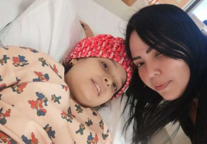 Niña con leucemia pide donaciones para pagar operación