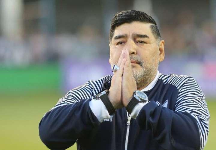 Declaran hermanas de Maradona en causa por la muerte del astro