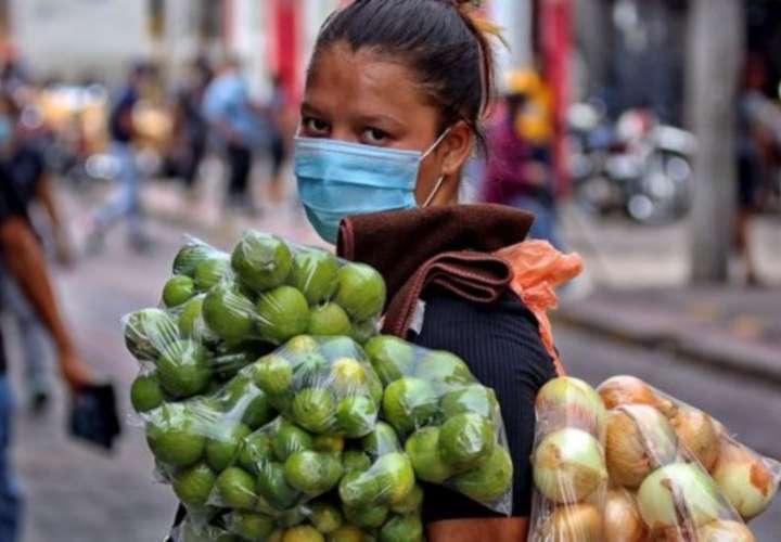 Mujeres encabezan el sector informal