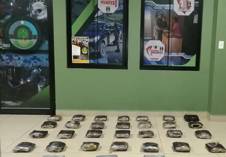 Pillan a colombiano con 28 paquetes de marihuana y 3  de cocaína en Chepo