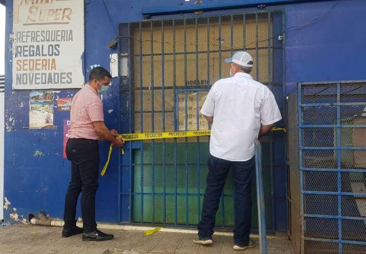 Cierran temporalmente comercio en La Villa por insalubre