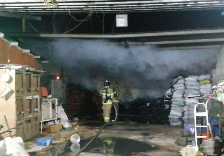 Fuego en depósito de carbón