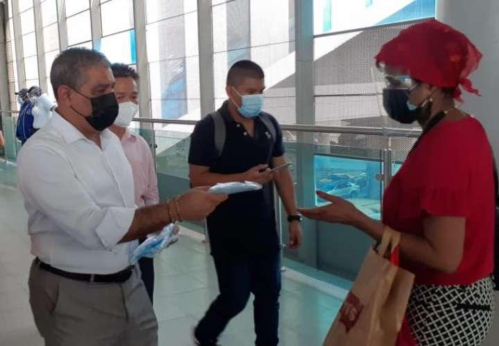 Minsa y la Asociación China de Panamá entregan mascarillas en San Miguelito