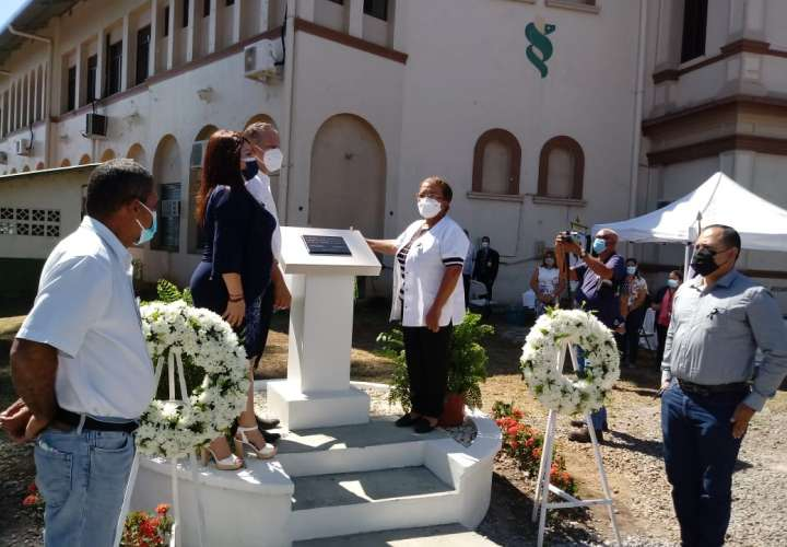 Rinden homenajes a funcionarios del Minsa muertos por Covid-19