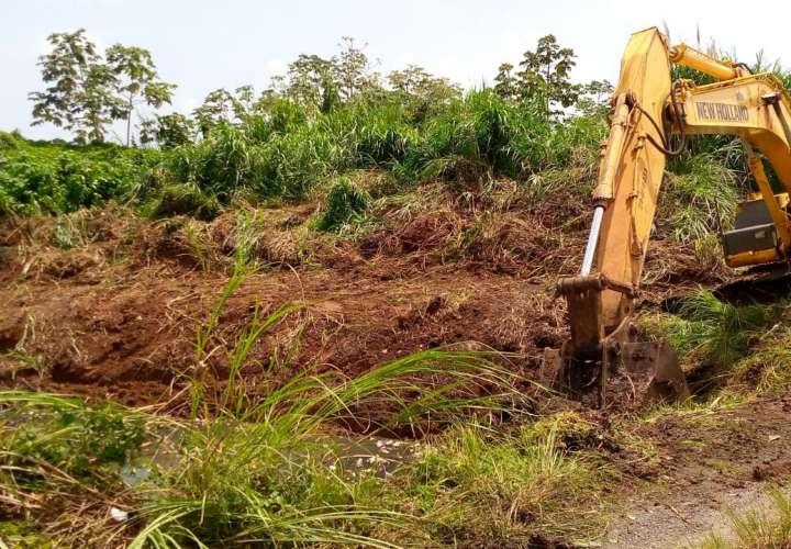 Limpieza de quebrada en Villa Caribe