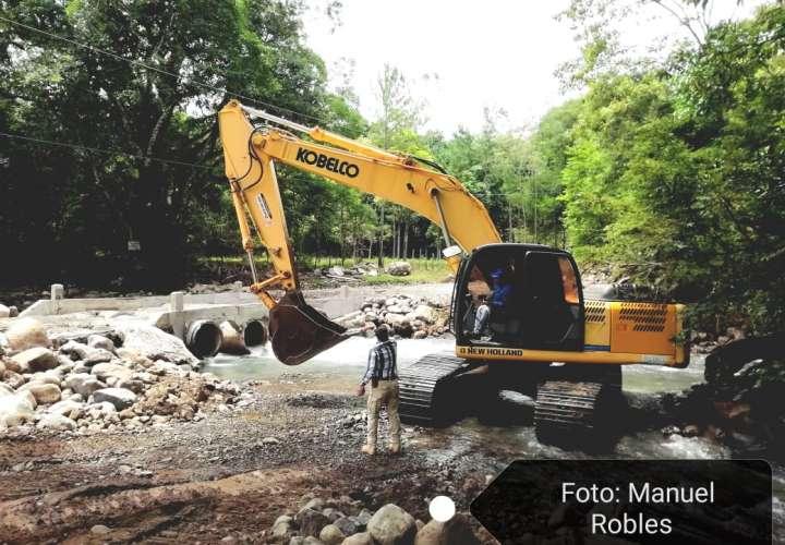 Ocho poblados de Panamá Oeste incomunicados tras destrucción de vado