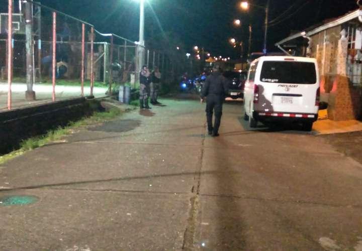 Balacera deja 2 heridos en Colón
