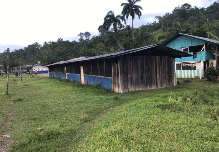 En pésimas condiciones se encuentran algunas escuelas de la comarca