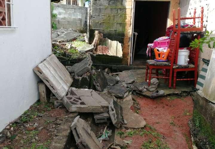 Casas quedaron inundadas y cubiertas de lodo por rotura de tubería