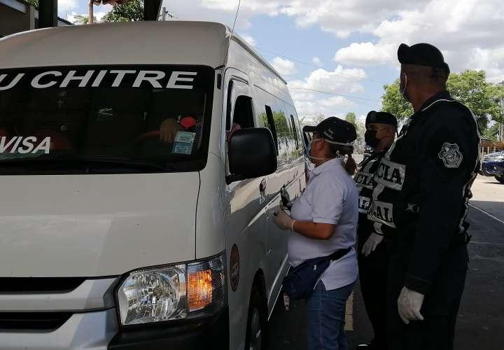 La entrada al distrito se encuentra controlada con un punto de control sanitario operado por el Ministerio de Salud y Policía Nacional.