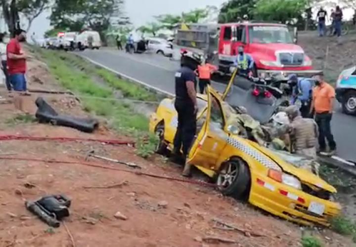 ¡Dolor! Muere el taxista herido en brutal accidente