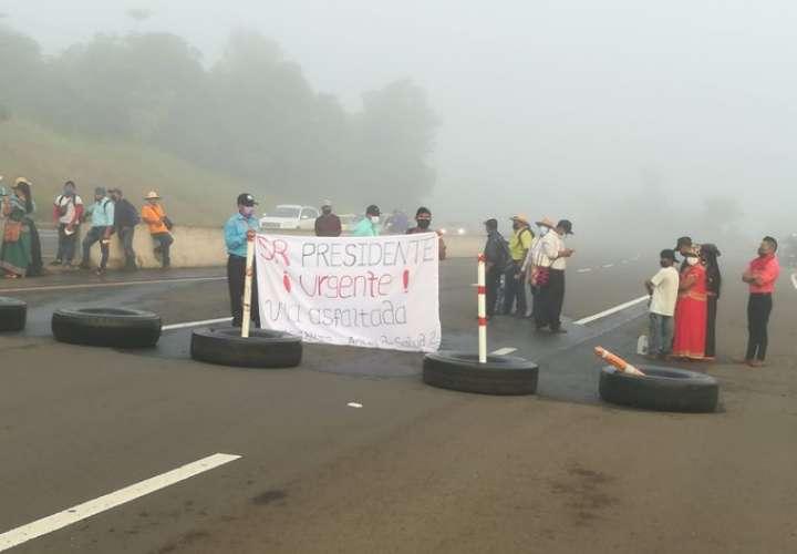 Indígenas vuelven a cerrar vía Interamericana. Exigen dialogar con Presidente