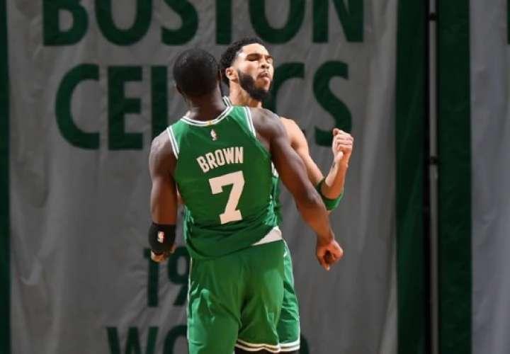 Jason Tatum anotó la canasta ganadora para los Celtics.