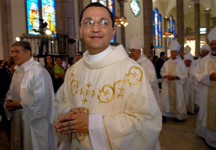 Juan José Pineda (c), obisto auxiliar de Tegucigalpa. EFE Archivo
