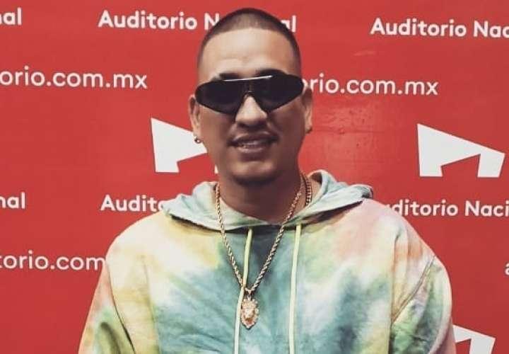Kenny recibe doble disco de platino en México por 'Ni Gucci ni Prada'
