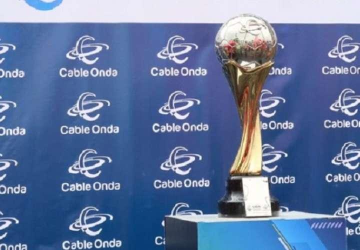 Este será el trofeo que alzará el campeón. Foto: LPF
