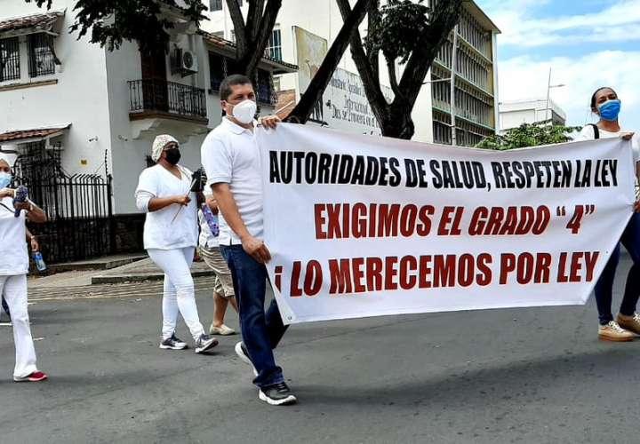 Laboratoristas clínicos exigen cumplimiento de acuerdos y ascenso de categoría