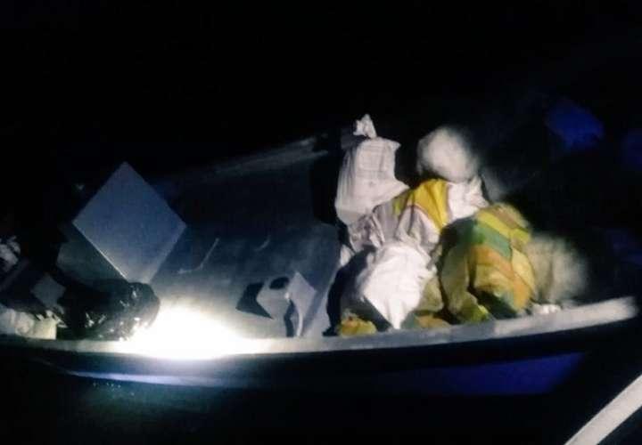 Imagen de una de las lanchas rápidas cargadas de drogas que fue interceptada en Vacamonte.