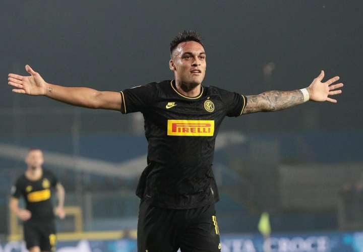 Lautaro Martinez  celebra su anotación ante el  Brescia FC. Foto: EFE