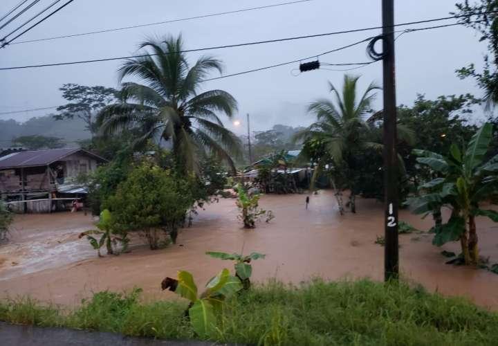 Más de 20 casas afectadas por inundaciones en Bocas del Toro