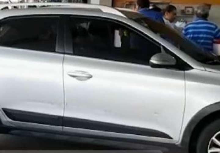 Auto quedó metido en un local de Arraiján