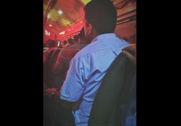 Lombana se montó en buses y habló con usuarios