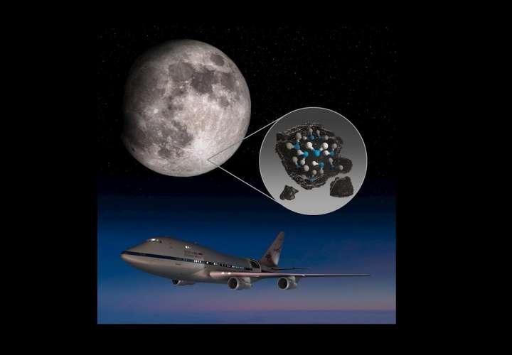 Detectan agua congelada en la luna