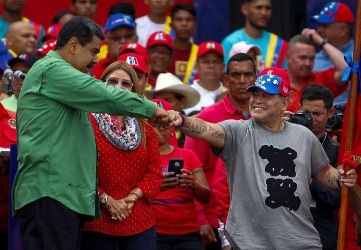 Maradona y Nicolás Maduro /EFE