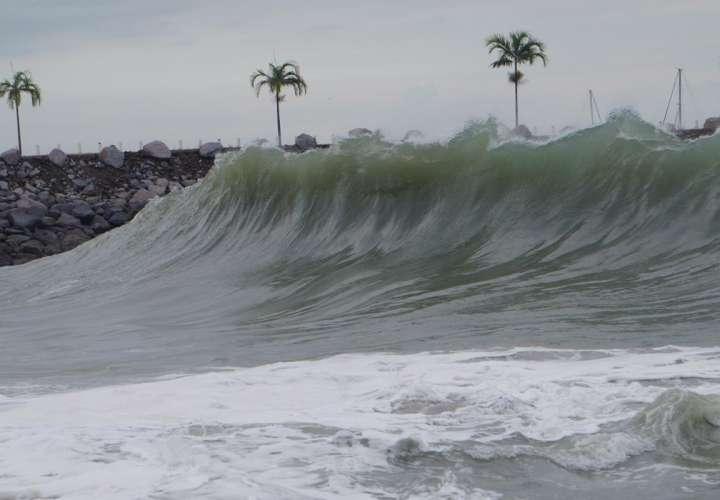 Emiten aviso de prevención por mareas altas en el Pacífico