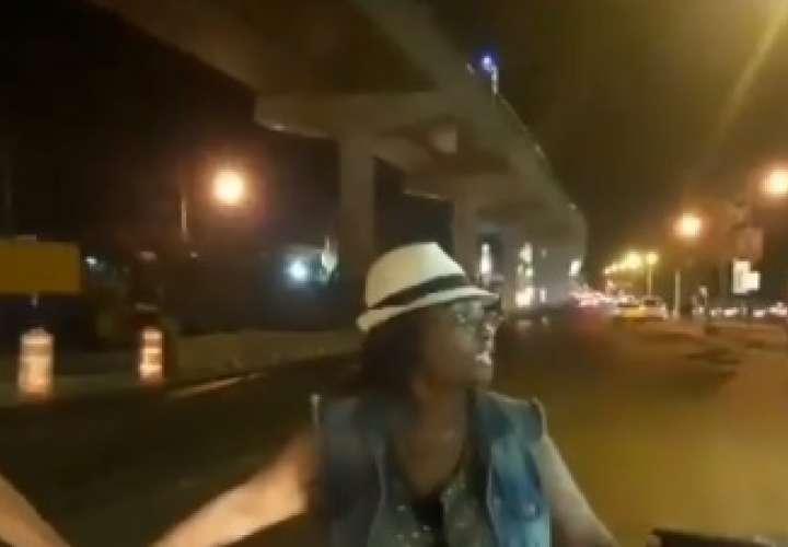 Se cansaron de esperar  el metrobús de Don Bosco y cerraron la vía