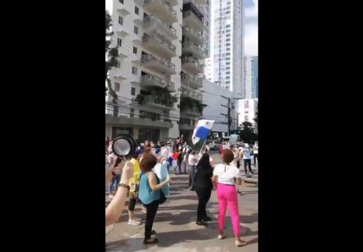 Protesta frente al Senniaf, piden justicia para niños y que paguen los culpables