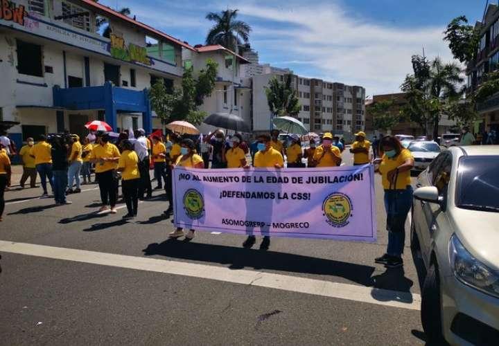Marchan para exigir cambio en la política educativa del país