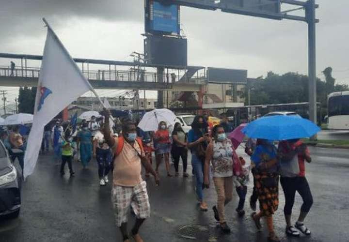 Precaristas protestan frente a Miviot por desalojos forzosos [Video]