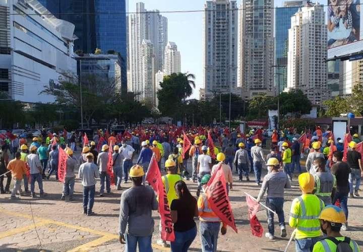 Vista general de la protesta del Suntracs en el área de Paitilla.