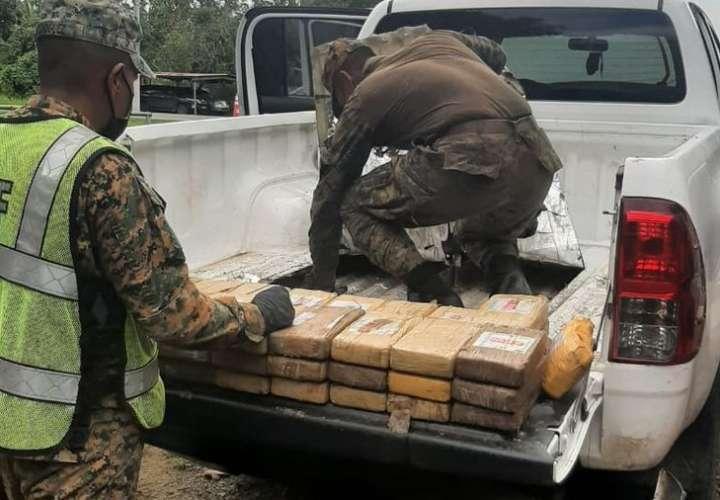 Transportaban 77 paquetes de droga en un pick up en Darién