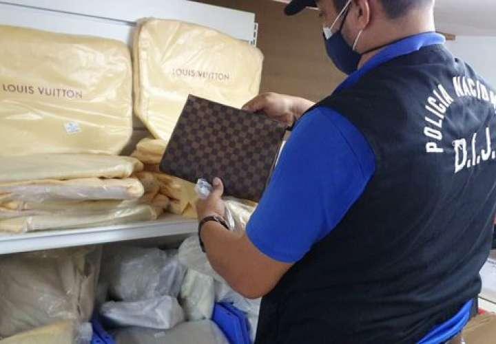 Allanan comercio por venta de mercancías con marcas falsificadas  [Video]