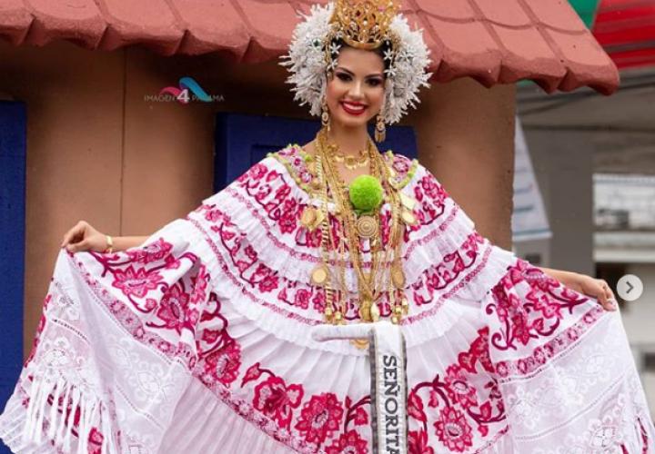 Rosa Iveth Montezuma orgullosa de ser cédula 4 y lucir pollera