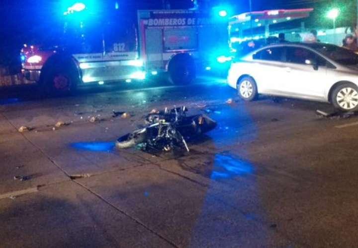 Muere motorizado tras colisión con auto en Villa Zaita