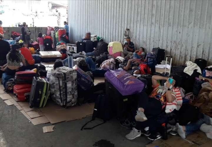 Nicas aún permanecen varados en Paso Canoas