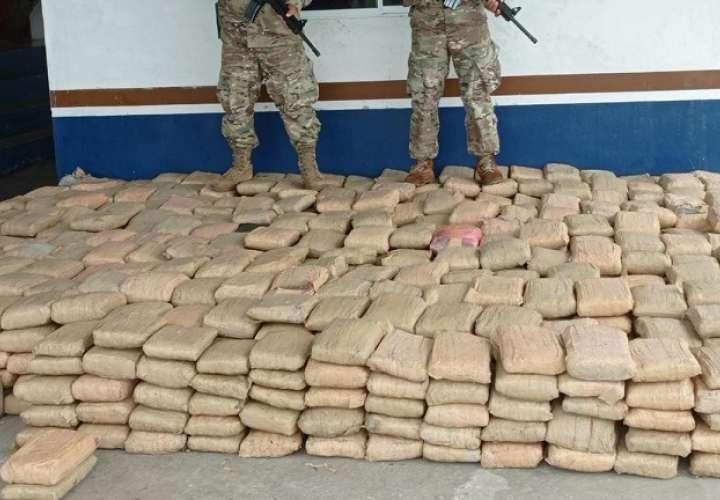 A petición la Fiscalía Especializada en Delitos Relacionados con Drogas se decretó la detención provisional y se le imputaron cargos por el delito de tráfico internacional de drogas.