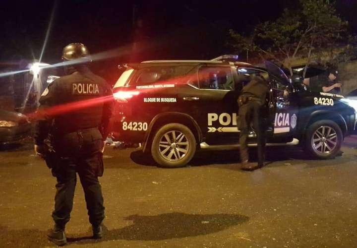 Privan de libertad a policía por 30 minutos en Colón