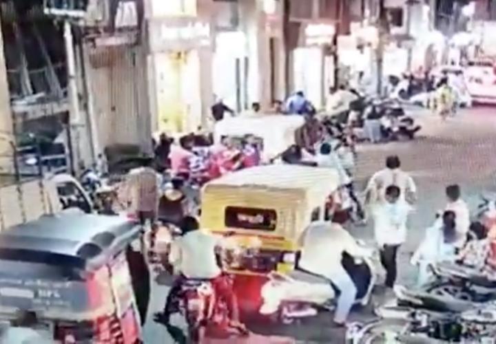 Pánico ante el coronavirus: golpean a un motociclista por estornudar sin taparse