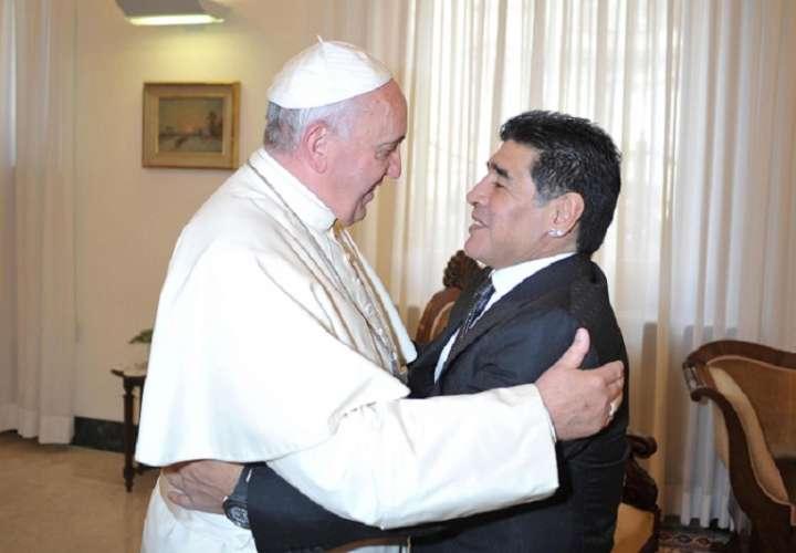 El papa Francisco y Diego Maradona. /EFE