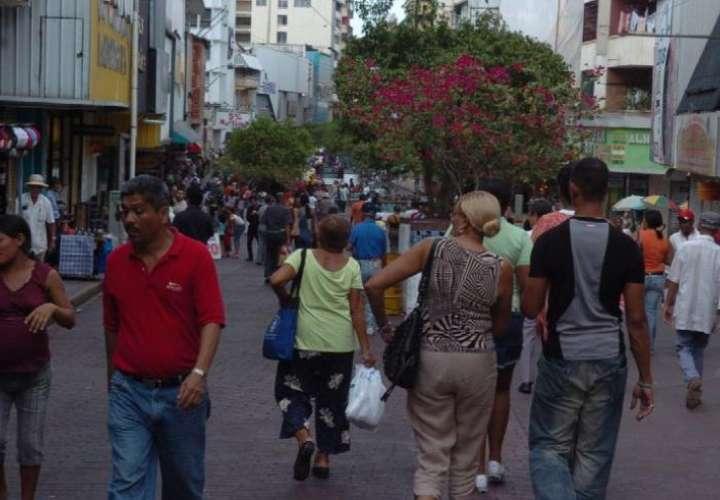 Hay platita en la calle. Economistas recomiendan ahorra una parte del XIII mes