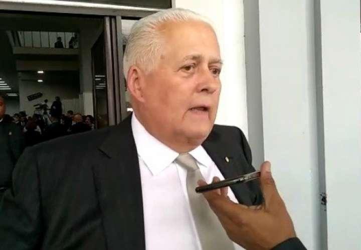 Pérez Balladares confirma vacunación en su casa y arremete contra La Prensa