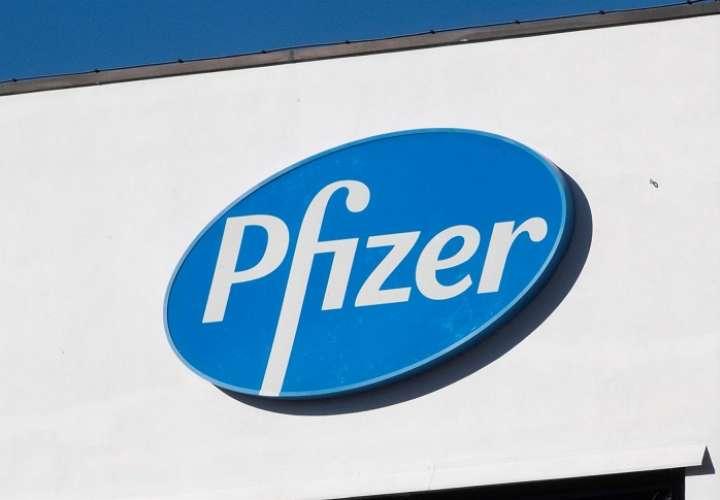La farmacéutica Pfizer suspendió las ventas mundiales de su fármaco para dejar de fumar Chantix-Champix, mientras investiga en su contenido una sustancia carcinógena. EFE