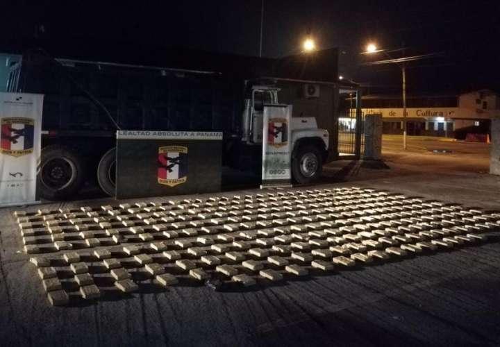 Camión transportaba droga y no piedras  [Video]