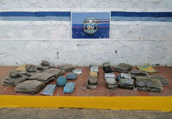 Hallan 79 paquetes de marihuana en playa santeña