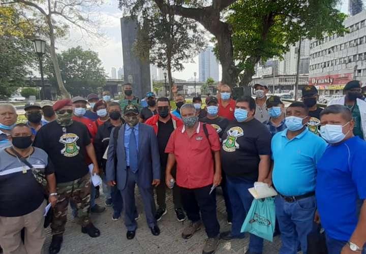 Policías jubilados exigen presentación de proyecto para homologación salarial