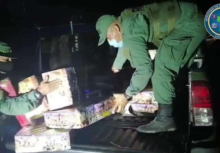 Costa Rica decomisa fuegos artificiales de contrabando procedente de Panamá